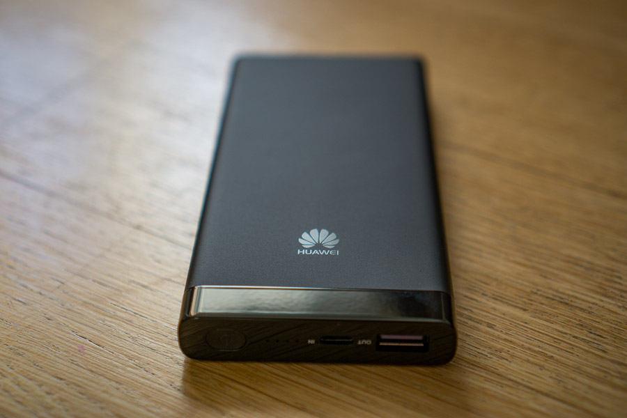 prezentare baterie externă Huawei AP09S