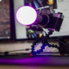 Bec inteligent LED Tellur RGB atasat pe aparat foto