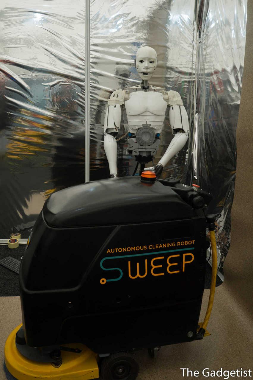 robot curatenie