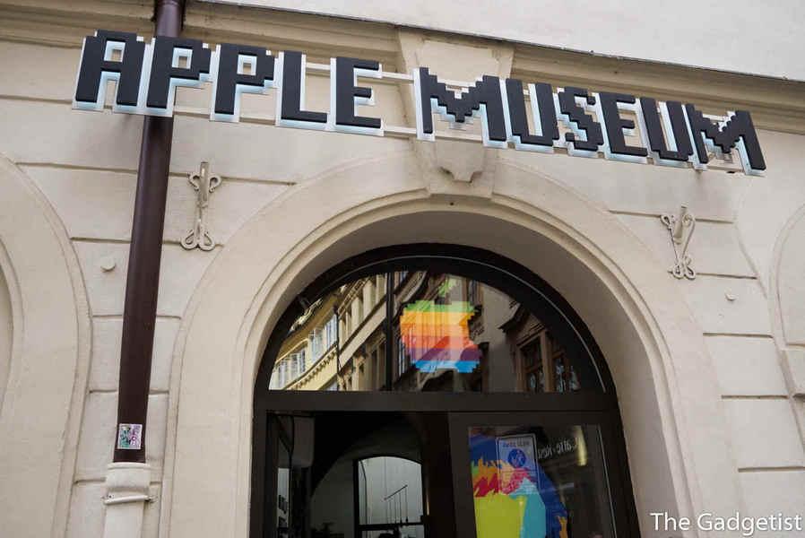 intrare Apple museum in Praga