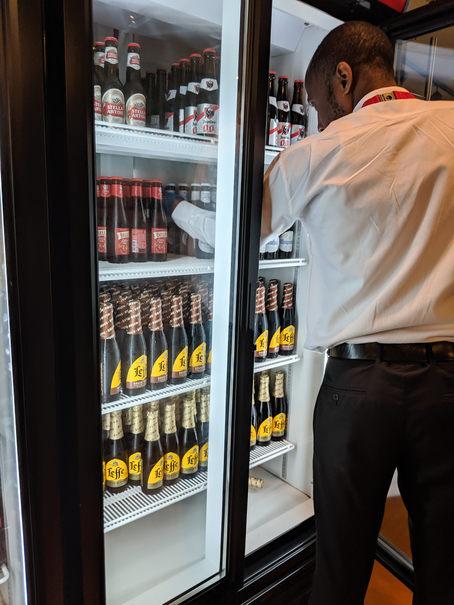bere la salonul business de la aeroportul Zaventem
