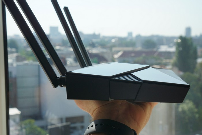 lateral TP-Link Archer AX10